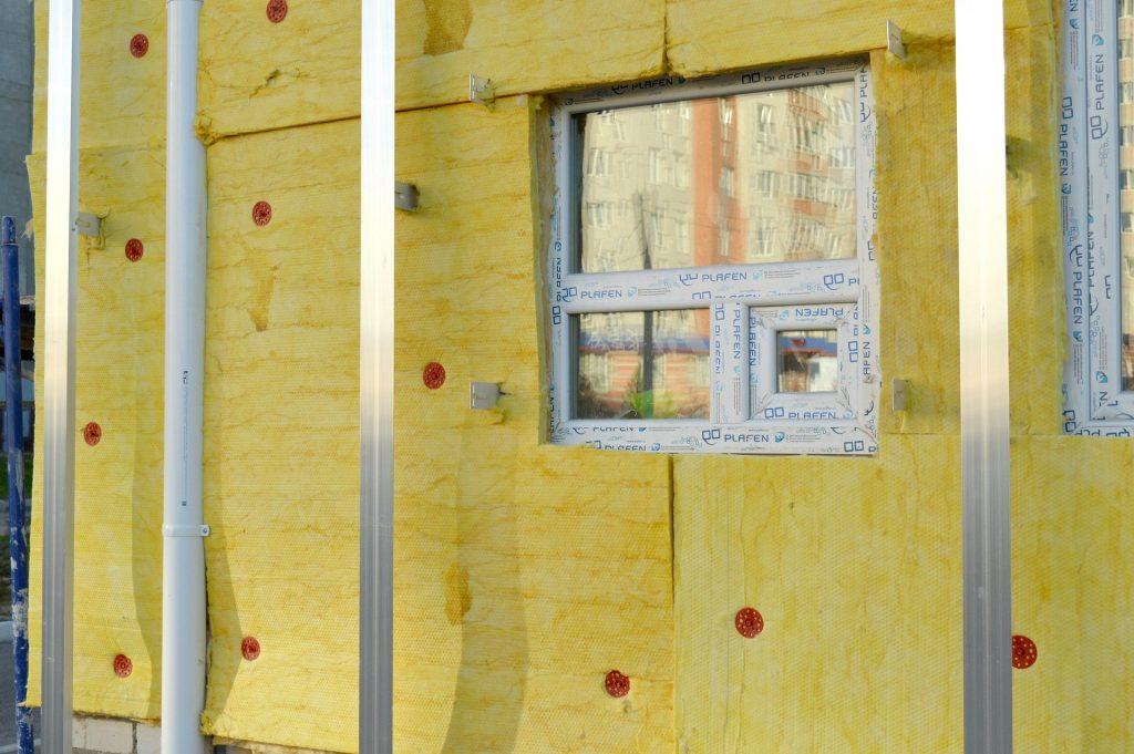 Isolation thermique de la façade intérieure d'une maison.