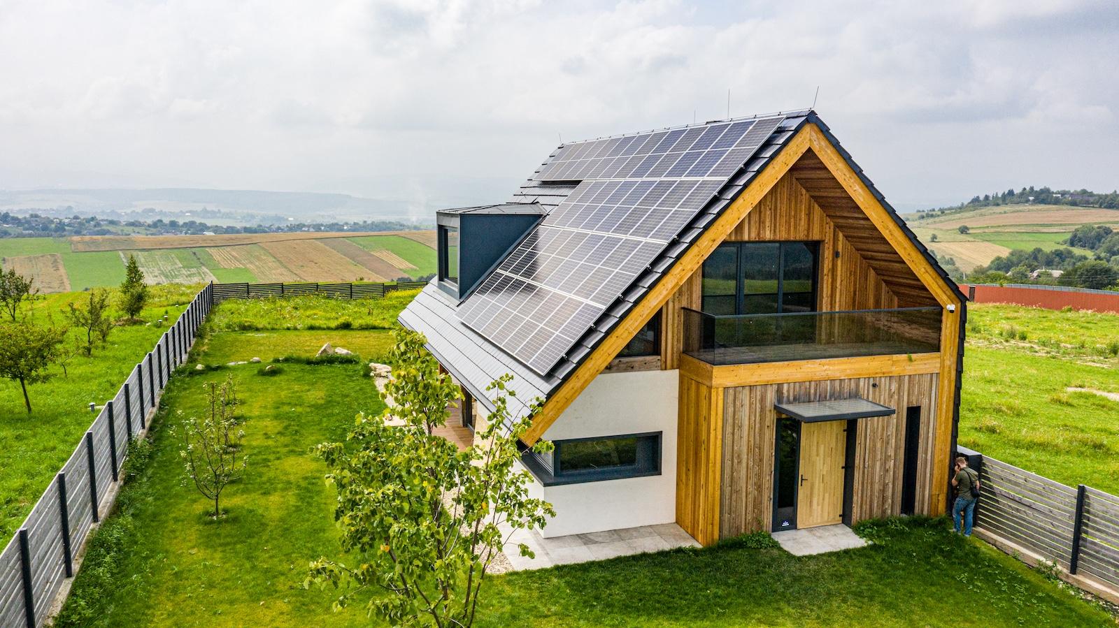 Maison Bepos avec panneaux solaires